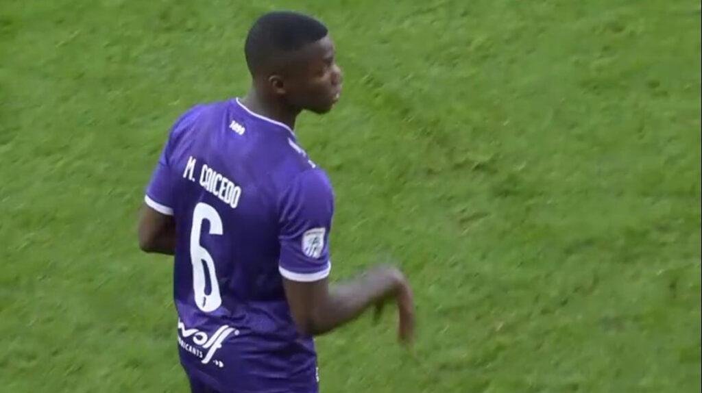 Moisés Caicedo debutó en la derrota del Beerschot en la Liga Belga