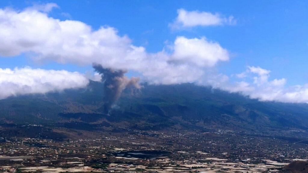 Erupción del volcán Cumbre Vieja encienda las alertas en España