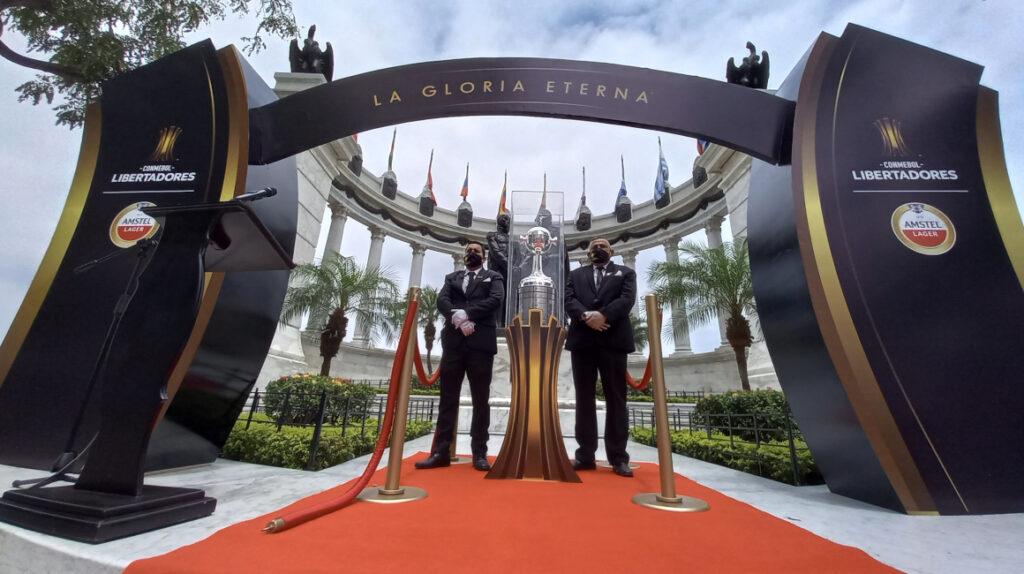 El trofeo de la Copa Libertadores llega a Guayaquil después de 23 años