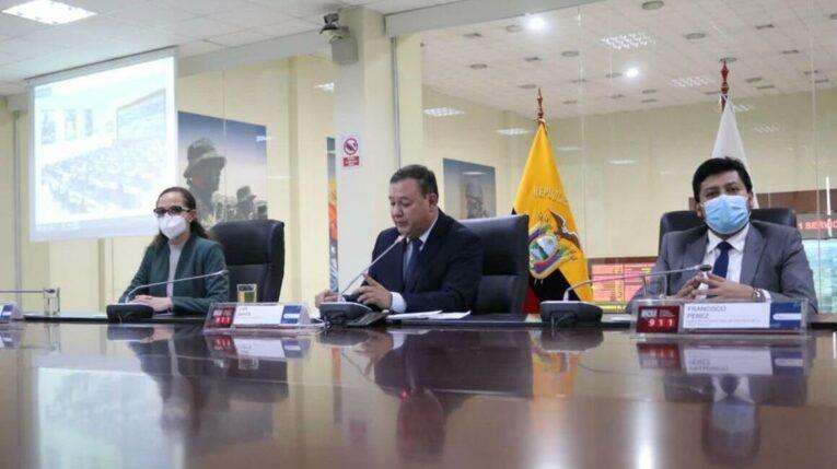 María Brown, ministra de Educación; Juan Zapata, presidente del COE Nacional y Francisco Pérez, subsecretario Nacional de Vigilancia de Salud Pública, durante una rueda de prensa el 21 de septiembre de 2021.