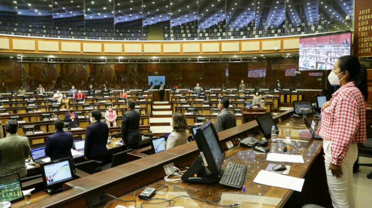 Asambleístas dicen que se enteraron de 'megaley' del Gobierno