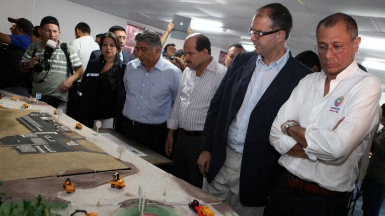 El exvicepresidente Jorge Glas visitó el sitio de construcción de la Refinería del Pacífico en junio del 2013.