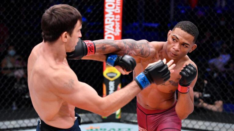Michael Morales derrotó por decisión unánime al kazajo Nikolay Veretennikov, el martes 21 de septiembre en el UFC Apex de Las Vegas y se aseguró un contrato para pelear en la UFC.