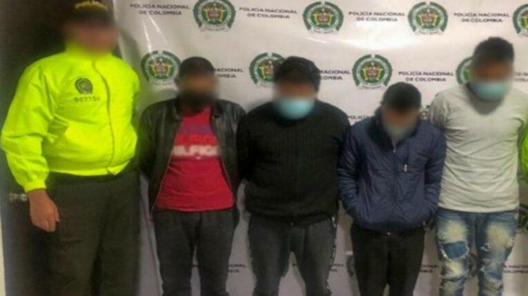 Parte de los integrantes de 'Los Errantes', bajo custodia de la Policía de Colombia, luego de su detención.