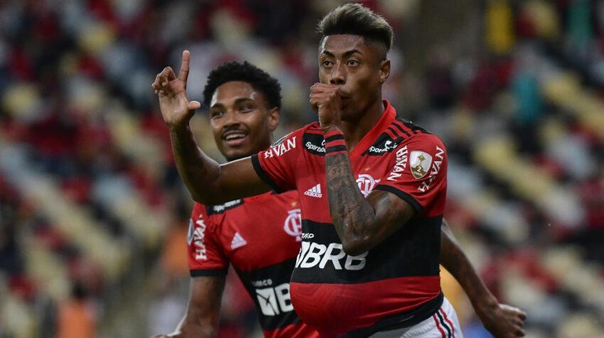 Bruno Henrique, de Flamengo, festeja su primer gol ante Barcelona, en la semifinal de la Libertadores, el 22 de septiembre de 2021.