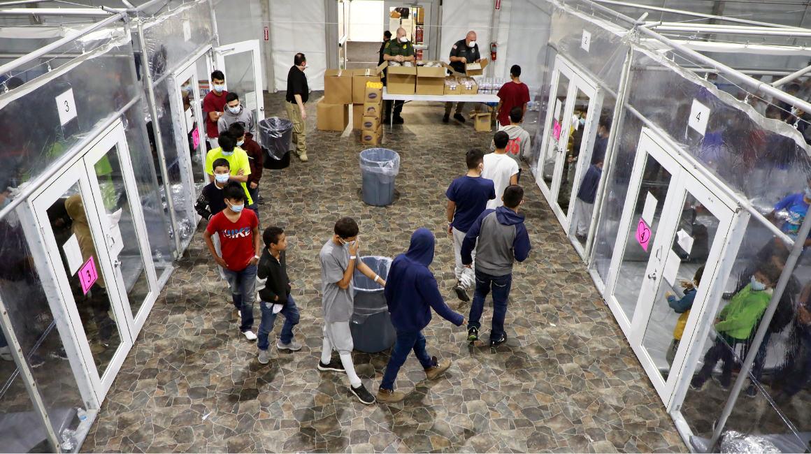 Migrantes menores no acompañados en un centro provisional en Donna, Texas, el 17 de marzo de 2021.