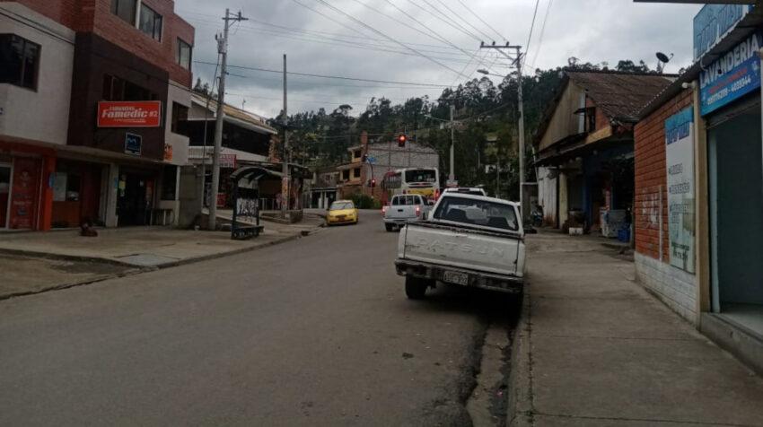 En la parroquia Turi se instalaron negocios que antes de la cárcel no existían, como farmacias, lavanderías, además hay departamentos en arriendo. Imagen tomada el 23 de septiembre de 2021.