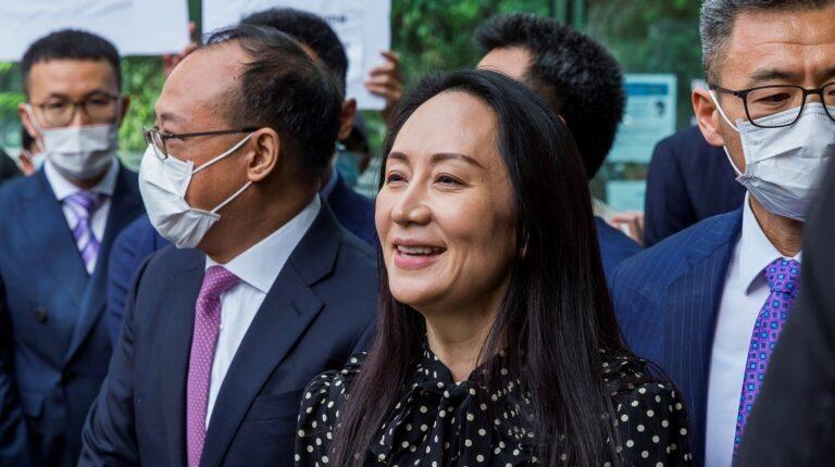 Directora de Huawei aterriza en China tras ser libertada en Canadá