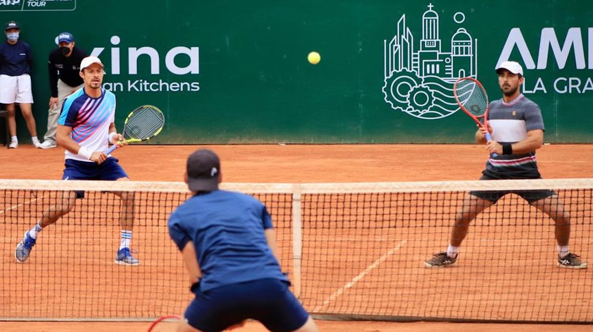Diego Hidalgo y Cristian Rodríguez en la semifinal del ATP Challenger de Ambato, el 24 de septiembre de 2021.