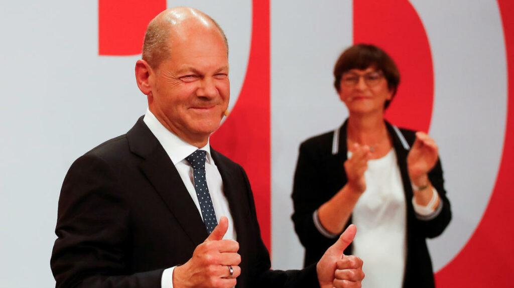 Líder socialdemócrata alemán promete estabilidad y busca alianza para suceder a Merkel