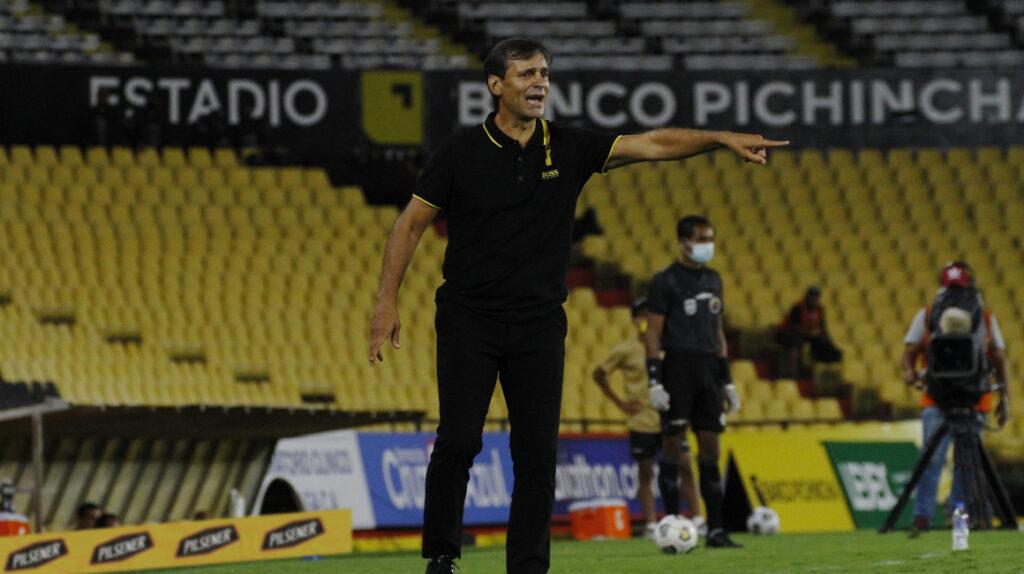 """Fabián Bustos: """"vamos a practicar penales, soñamos con la final"""""""