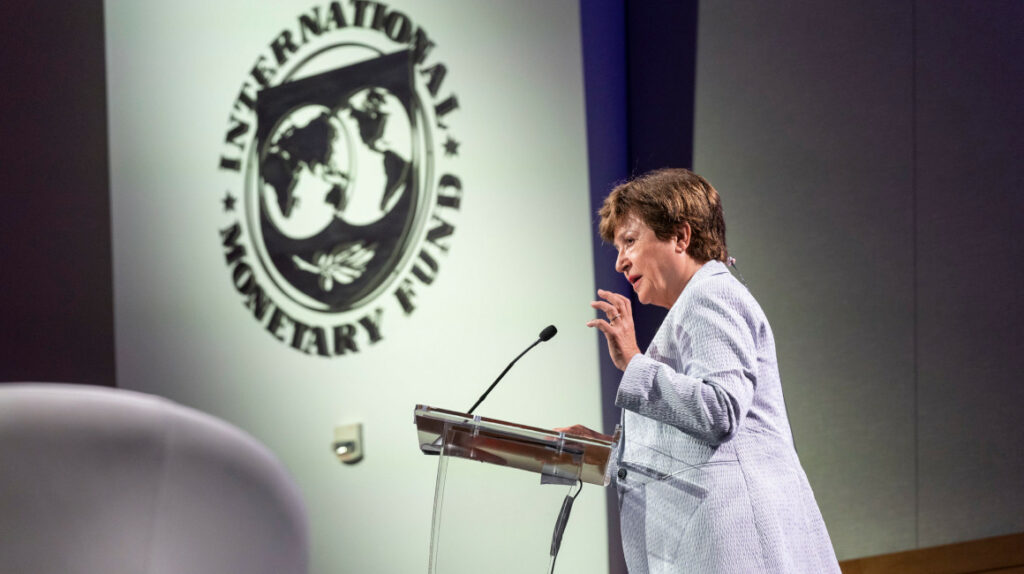 FMI aprueba desembolso de USD 800 millones para Ecuador