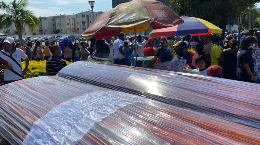 Los ataúdes se acumulaban en los exteriores de la morgue de Guayaquil, el jueves 30 de septiembre de 2021.