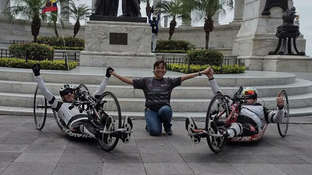 Paraciclistas ecuatorianos recorren el país con el proyecto Bicibilizando