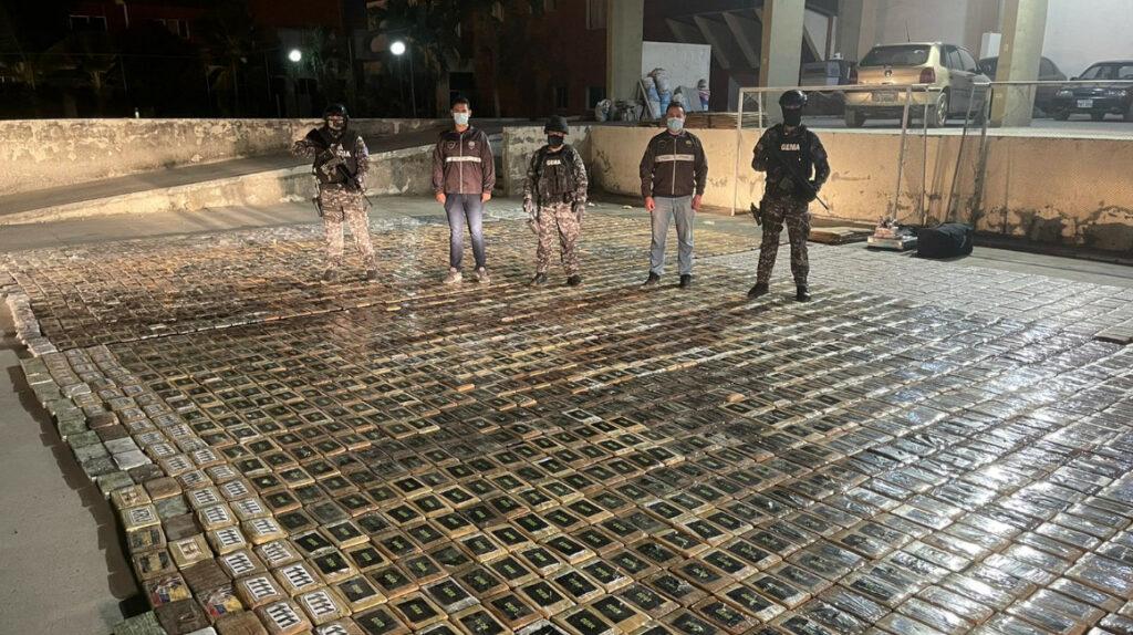 Encuentran más de tres toneladas de droga al norte de Guayaquil