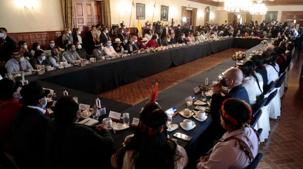 Gobierno y Conaie terminan su reunión sin acuerdos en los temas álgidos