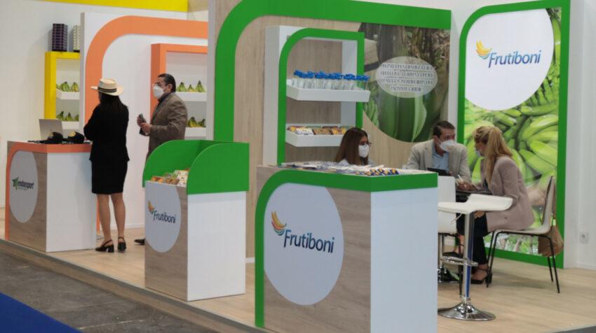 Empresarios ecuatorianos en la feria Fruit Attraction, que se realiza en Madrid, España, el 5 de octubre de 2021.