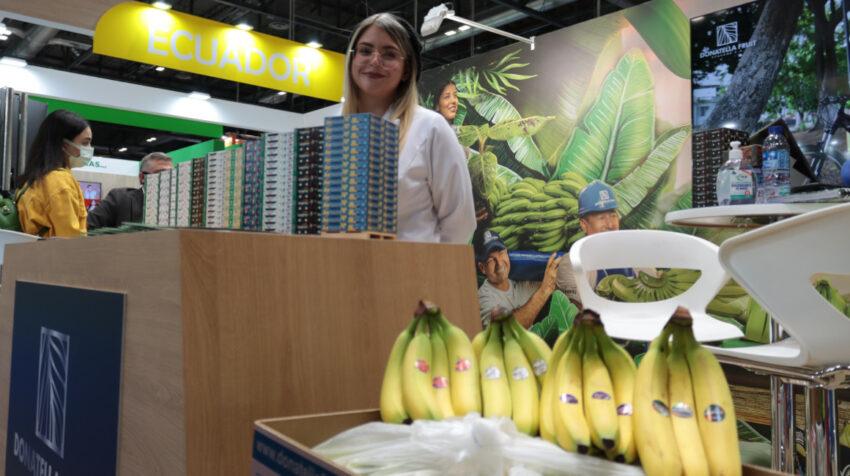 El banano ecuatoriano busca nuevos mercados en la feria Fruit Attraction, en Madrid, España, el 5 de octubre de 2021.