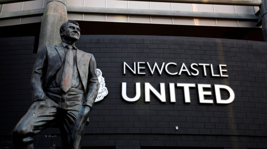 Fondo saudí cierra la venta y adquiere el 100% del Newcastle United