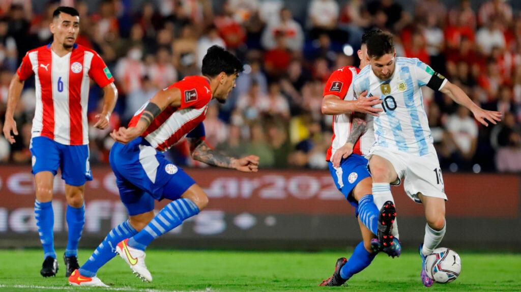 Argentina se lleva un punto de Paraguay y continúa segundo en la tabla