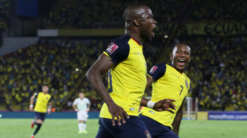 Enner Valencia festeja uno de sus goles, con los que Ecuador le ganó a Bolivia, en el Estadio Banco Pichincha, el jueves 7 de octubre de 2021, por las Eliminatorias al Mundial de Catar 2022.
