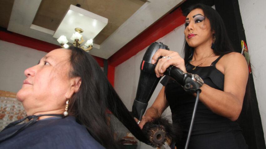 Juseymi Solórzano en su peluquería, el 8 de octubre de 2021.