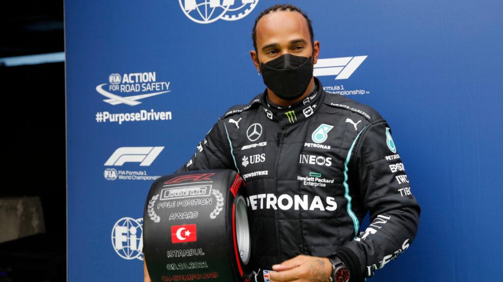 Hamilton obtiene la 'pole', pero Bottas saldrá primero en el GP de Turquía