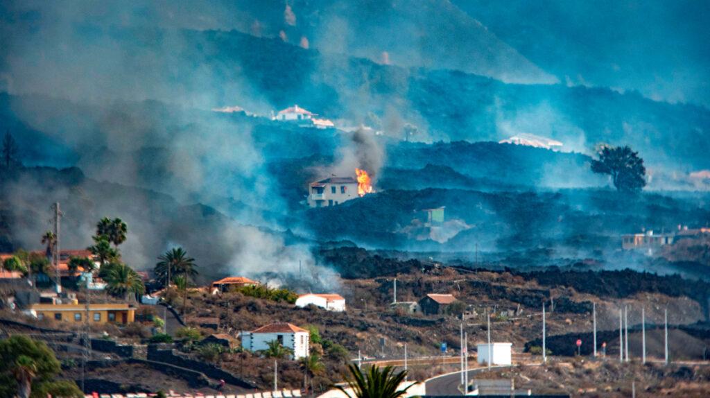 Erupción del volcán de Cumbre Vieja atraviesa nueva fase de explosiones