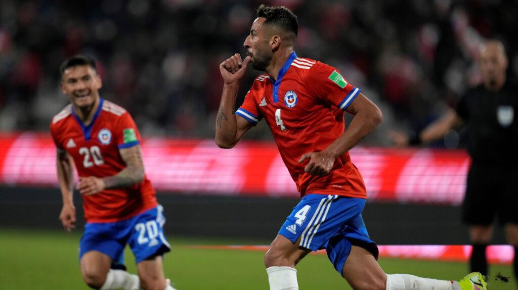Chile derrota a Paraguay y la Eliminatoria queda muy apretada