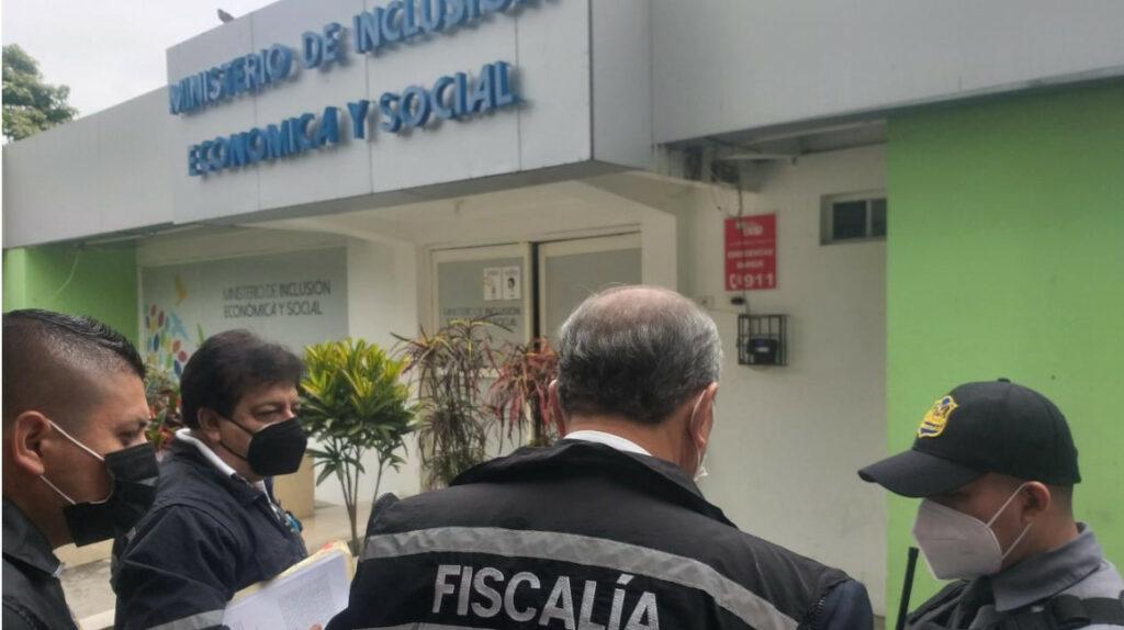Fiscalía allana oficinas del MIES en Portoviejo