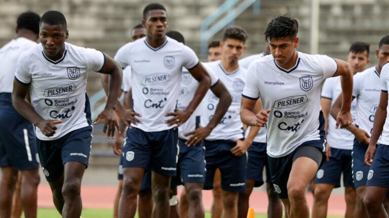Jugadores de Ecuador, en su último entrenamiento en Caracas antes de viajar a Colombia, el 13 de octubre de 2021.