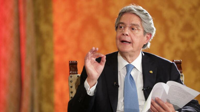 El presidente Guillermo Lasso, en una entrevista televisiva el 13 de octubre de 2021.