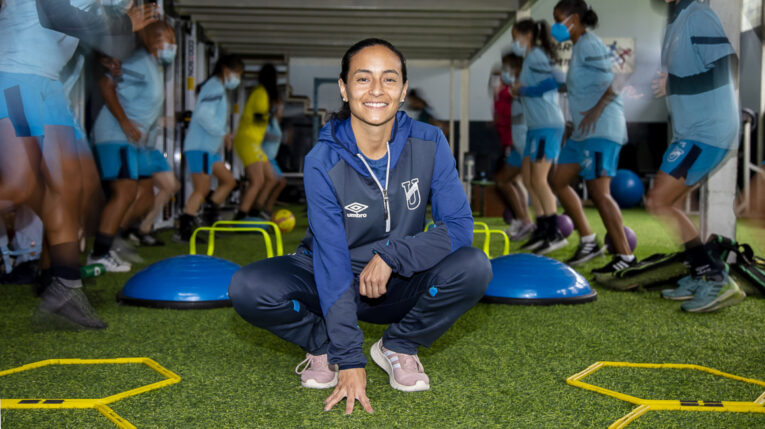 Verónica Marín, durante un entrenamiento de la Universidad Católica, el jueves 14 de octubre de 2021.