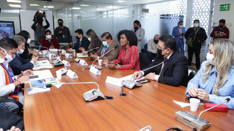 Comisión legislativa ratifica convocatoria a familiares del presidente Lasso