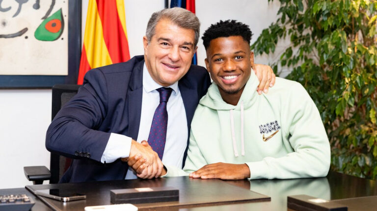 Ansu Fati renueva con el Barcelona hasta 2027 con cláusula de salida de USD 1.170 millones