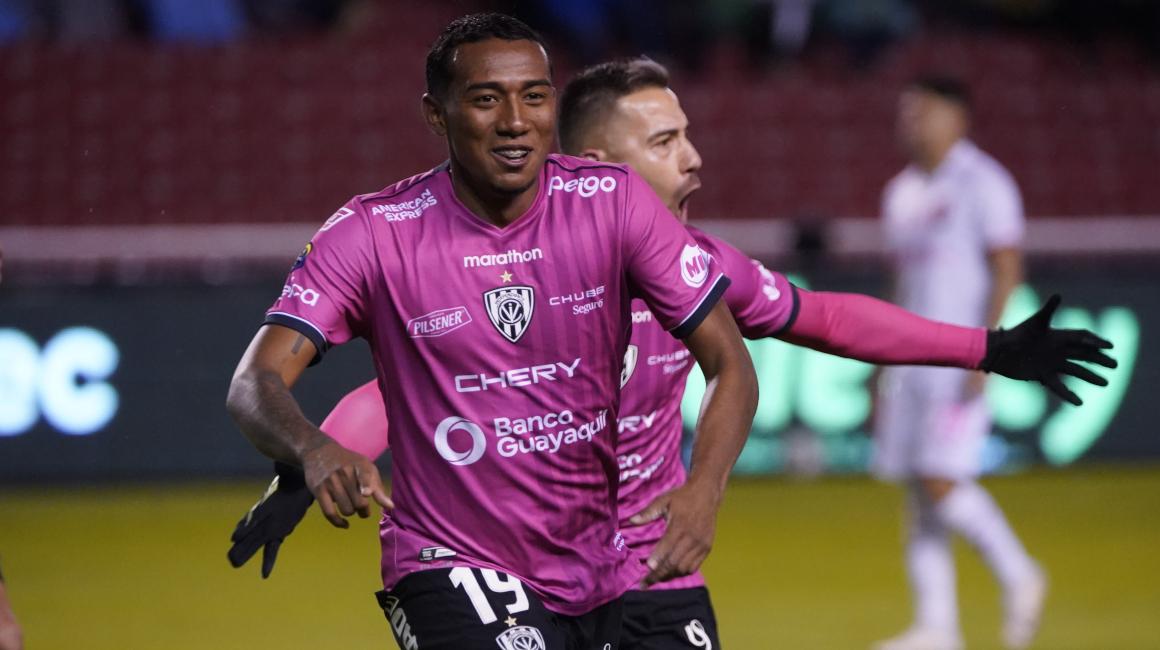 Alan Minda festeja uno de sus goles con Independiente, ante Liga de Quito, el 23 de octubre de 2021.