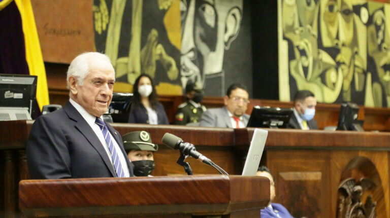 El exministro René Ortiz, censurado por la Asamblea