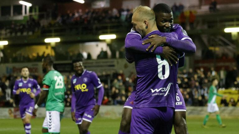Moisés Caicedo marca su primer gol con Beerschot en la Copa de Bélgica